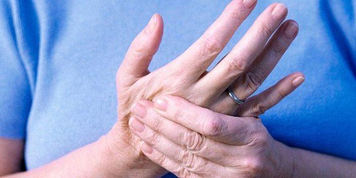 Может от остеохондроза неметь мизинец