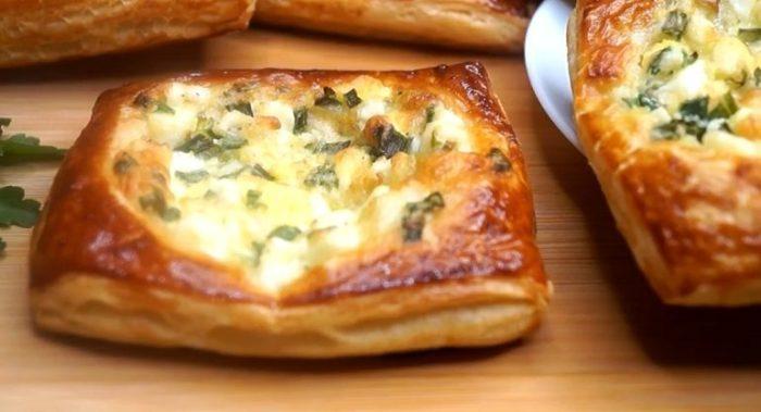 Готовим ленивые пирожки с зеленым луком и яйцами: простой рецепт